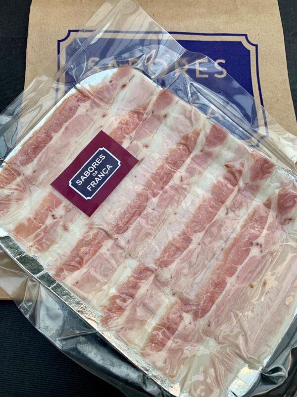 Bacon caseiro fatiado